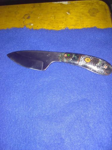 Will Thompson made a beautiful knife, but his photograph did not do it justice.